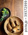 さるに盛った筍と菜の花 木材背景 39372999