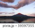 朝 明け方 富士山 山 赤富士 39397355