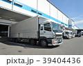 物流倉庫と貨物トラック 39404436