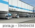 物流倉庫と貨物トラック 39404438