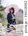 京都府京都市東山区の蹴上インクラインを背景に日傘をさす若い女性 39418062