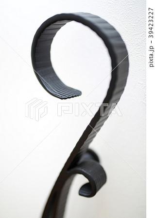 アイアン (手すり 白 黒 ブラック ホワイト 小物 インテリア コピースペース 階段 玄関) 39423227