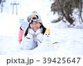 雪遊びする女性 39425647