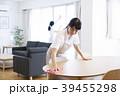 女性 掃除 拭き掃除の写真 39455298