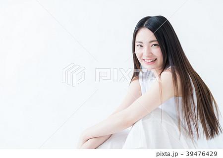 若い女性 39476429