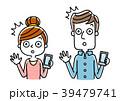 男性と女性:スマートフォン 39479741
