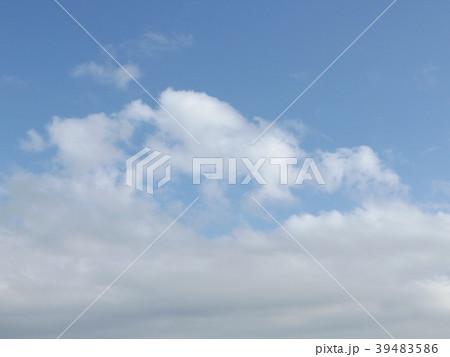 春の青い空と白いr雲 39483586