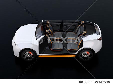 電動SUVのカットモデル。前列シートが後方に回転され、対面状態に 39487546