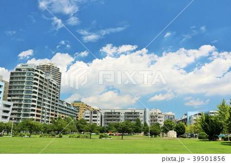 気持ちいい青空の街並み風景 39501856