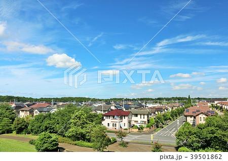 爽やかな青空の新興住宅街 39501862