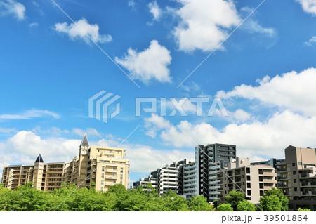 爽やかな青空のマンション街 39501864