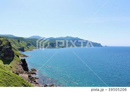 北海道 夏の神威岬と青い海 39505206