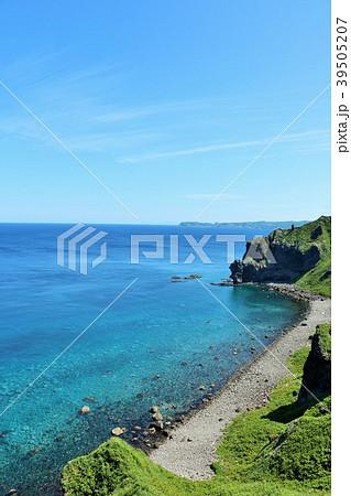 北海道 夏の神威岬と青い海 39505207