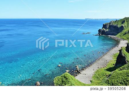 北海道 夏の神威岬と青い海 39505208