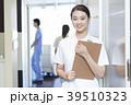 歯医者で働く女性 39510323