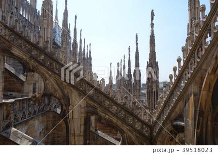 イタリア ミラノ大聖堂 ドゥオーモ 内部からの眺め Italy Milano Duomo 39518023