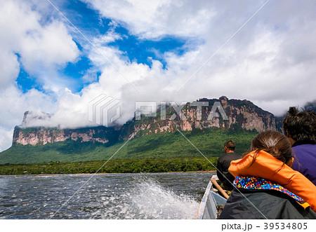 ベネズエラ・ギアナ高地・エンジェルフォールへ向かうボートから 39534805