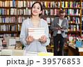 女の子 少女 書店の写真 39576853