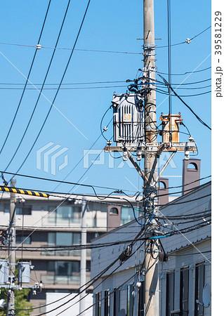 青空と電柱 / 住宅街 39581229