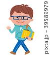勉強道具を持って歩く子供 39589979