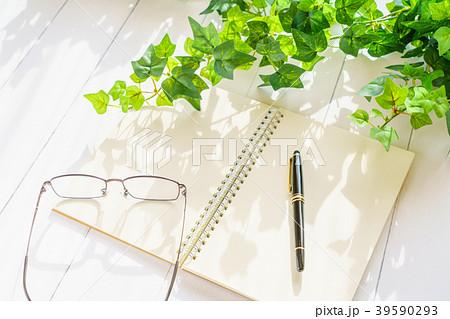 ペンとノート 39590293