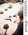 Asian kid enjoy touching starfish in Inoh tank 39595076