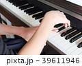 ピアノの練習の手 39611946