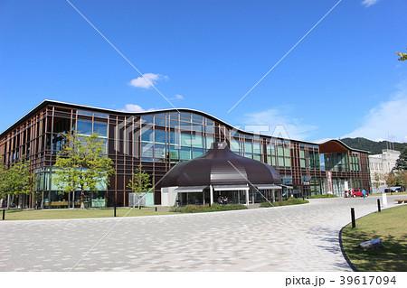 岐阜市立中央図書館  みんなの森 ぎふメディアコスモス 39617094