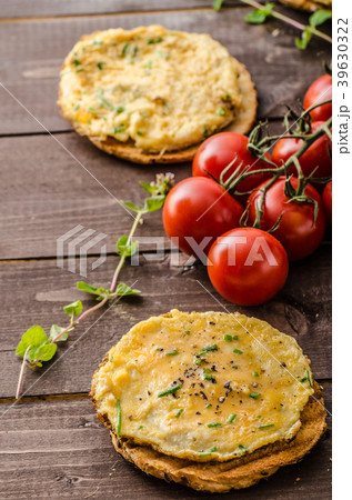 Mini omelets crunchy pastry 39630322