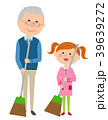 シニア男性と女の子 掃除 39639272