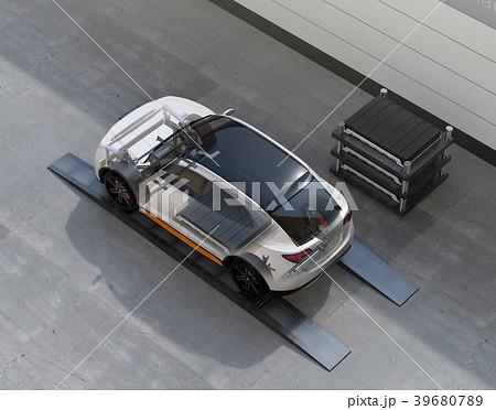 バッテリー交換ステーションにバッテリーを交換している電動SUVの構造イメージ 39680789