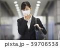 若い女性 ビジネスウーマン 咳の写真 39706538