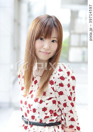 若い女性 ヘアスタイル 39714597