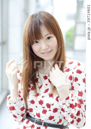 若い女性 ヘアスタイル 39714601