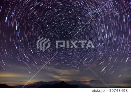 南アルプス・北岳稜線から望む北の夜空 39743498