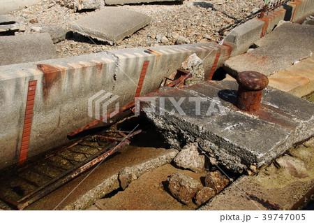 阪神・淡路大震災の震災遺構。神戸港震災メモリアルパークに保存されている、震災で崩れた神戸港の岸壁。 39747005