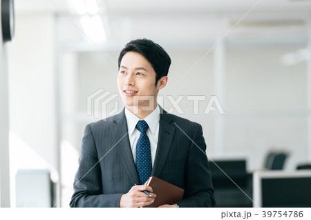 ビジネスマン 若い男性 39754786