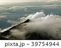 雲湧く飯豊連峰・宝珠山と夕暮れの山並み 39754944