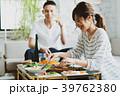 若い夫婦(食事) 39762380