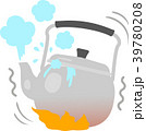 湯が噴き出しているヤカン 39780208