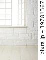 部屋 レンガ壁 白木床の写真 39781367