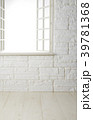 部屋 レンガ壁 白木床の写真 39781368