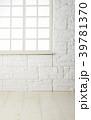 部屋 レンガ壁 白木床の写真 39781370