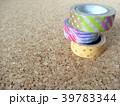 コルクボードの上のマスキングテープ 39783344