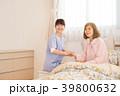 ベッド 女性 人物の写真 39800632