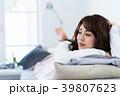 女性 ポートレート ソファーの写真 39807623