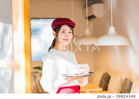 若い女性、フロアスタッフ 39824349