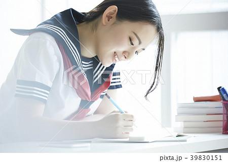 女子高生 勉強 39830151