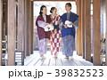 温泉旅行に行く家族 39832523
