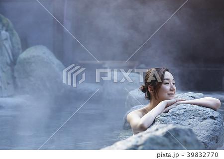 温泉 女性ポートレート 39832770